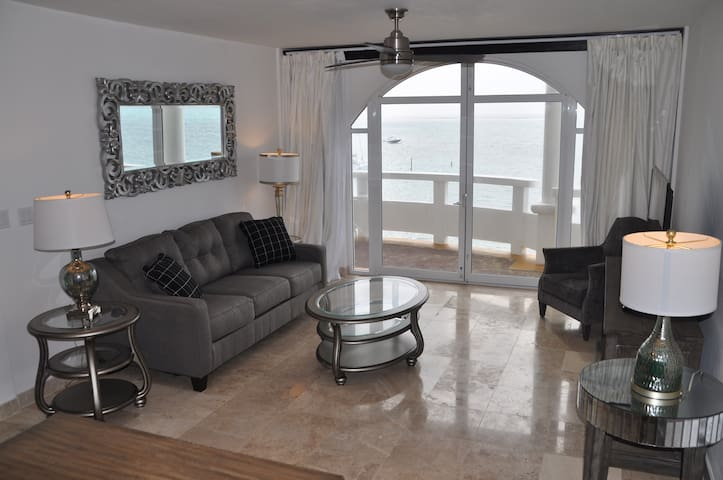 [1300+ Sqft] 3 Bed Oceanfront Penthouse - San Pedro - Apartment