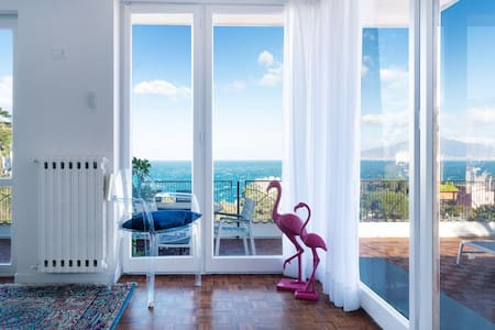 Sea view apartment in Sorrento center