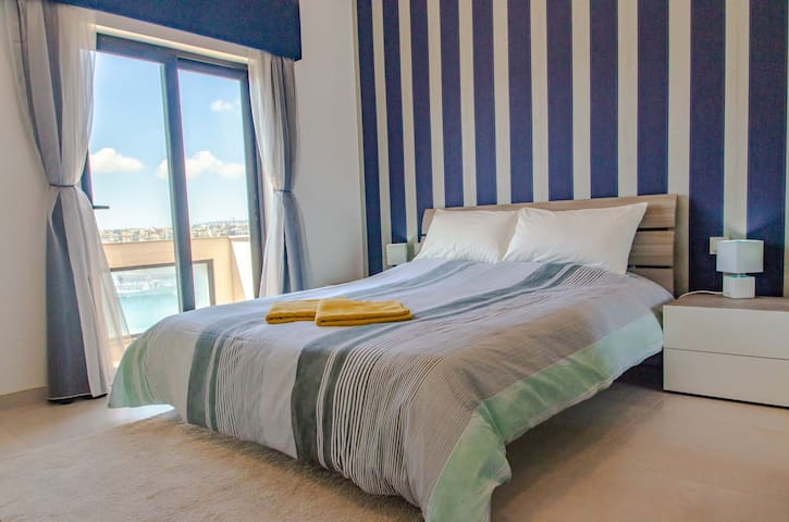 A. Private Seaview ensuite room next to Ferry&Bus