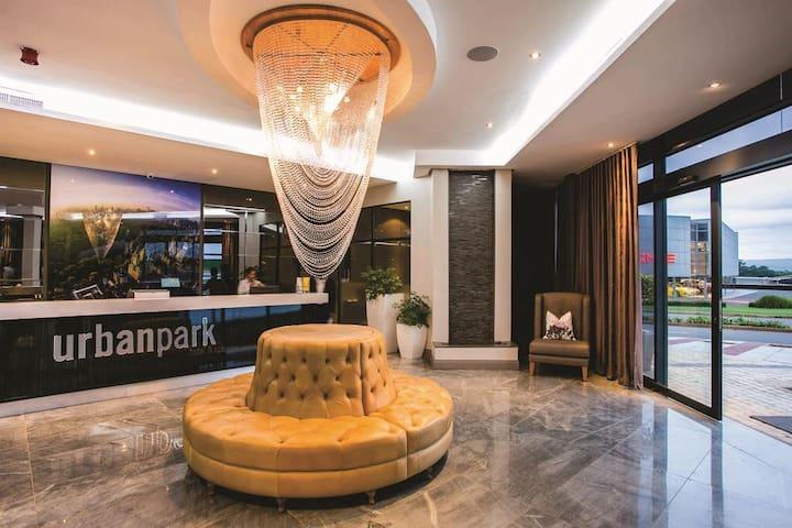 Modern Umhlanga Apartment, Urban Park Hotel