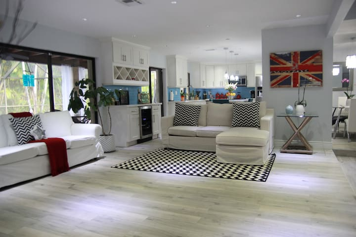 Beautifully Renovated Home with Swimming pool