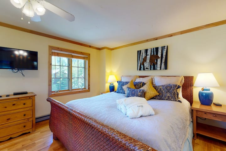 Snug ski-in/ski-out lodge condo with mountain views, WiFi & shared pool/hot tub!