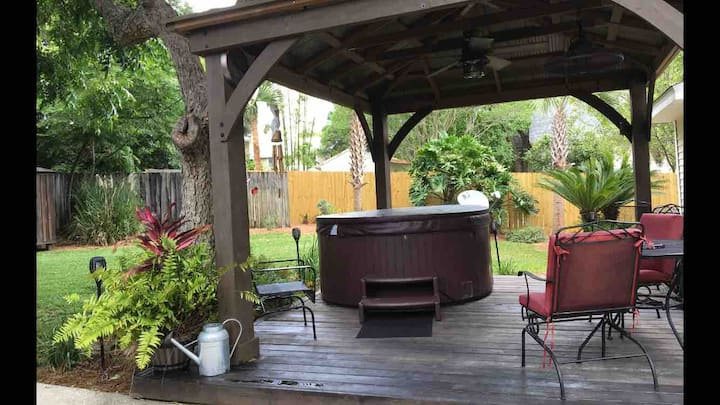 Side A Townhome near historic area, mins to beach