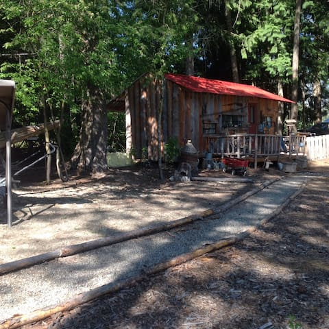 Rustic Cabin on beautiful location - Creston - Camper/RV