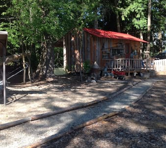 Rustic Cabin on beautiful location - Creston - 露营车/房车