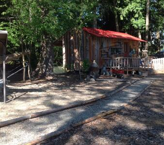 Rustic Cabin on beautiful location - Creston - Wohnwagen/Wohnmobil