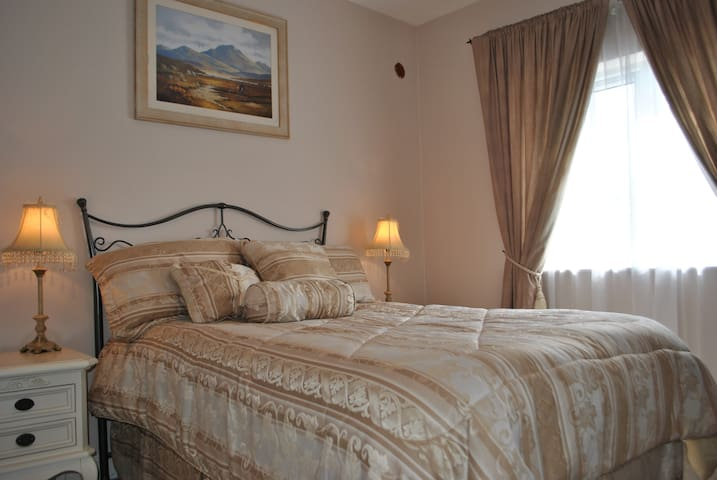 Comfortable Private Double Bedrooms in Large House - Castlebar - Casa