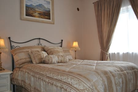 Comfortable Private Double Bedrooms in Large House - Castlebar - บ้าน