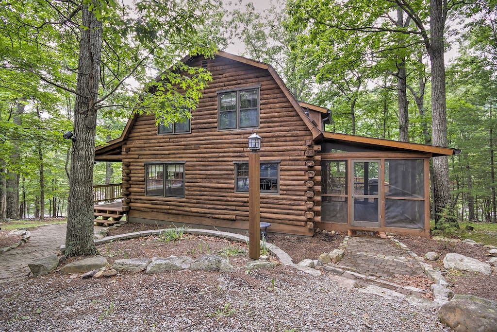 This log home offers 4 bedrooms, 3 bathrooms, and accommodations for 8.