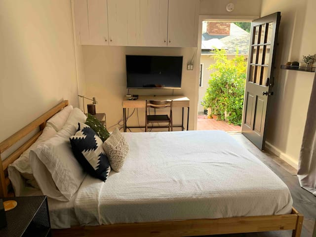 Private guest efficiency in Studio City