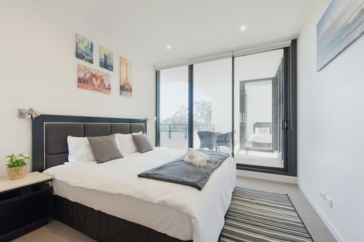 Brand New Sleek 2 Bedroom Apartment Macquarie Park