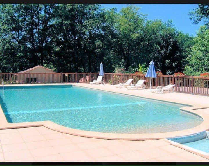 Gîte tout confort avec piscine proche Sarlat 3***