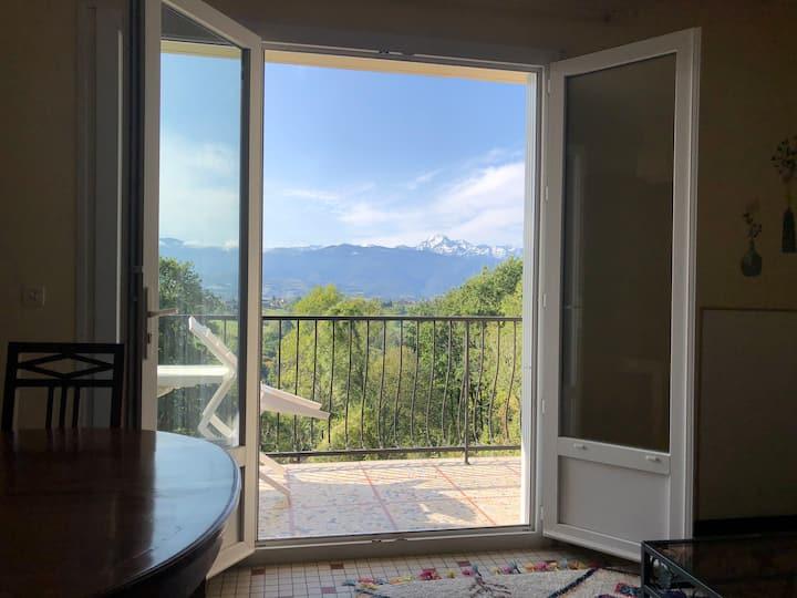 T2 no9 vue magnifique sur les Pyrenees