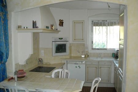 Chambre seul ou en couple en colocation dans villa - La Ciotat