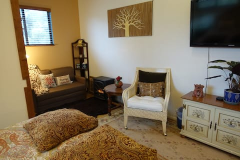 Peaceful Wine Country Setting; Close to beaches