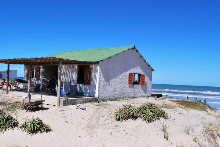 Casa sobre la playa oceánica de Rocha, ¡hermosa! - Aguas Dulces - Ház