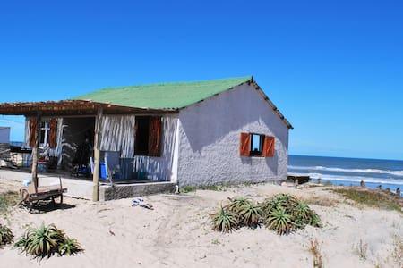 Casa sobre la playa oceánica de Rocha, ¡hermosa! - Aguas Dulces