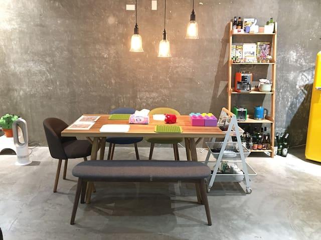 AT home (studio) 앳홈- 타이베이 숙소- 交通便利 樂高迷 工業風格 飯店客房規格