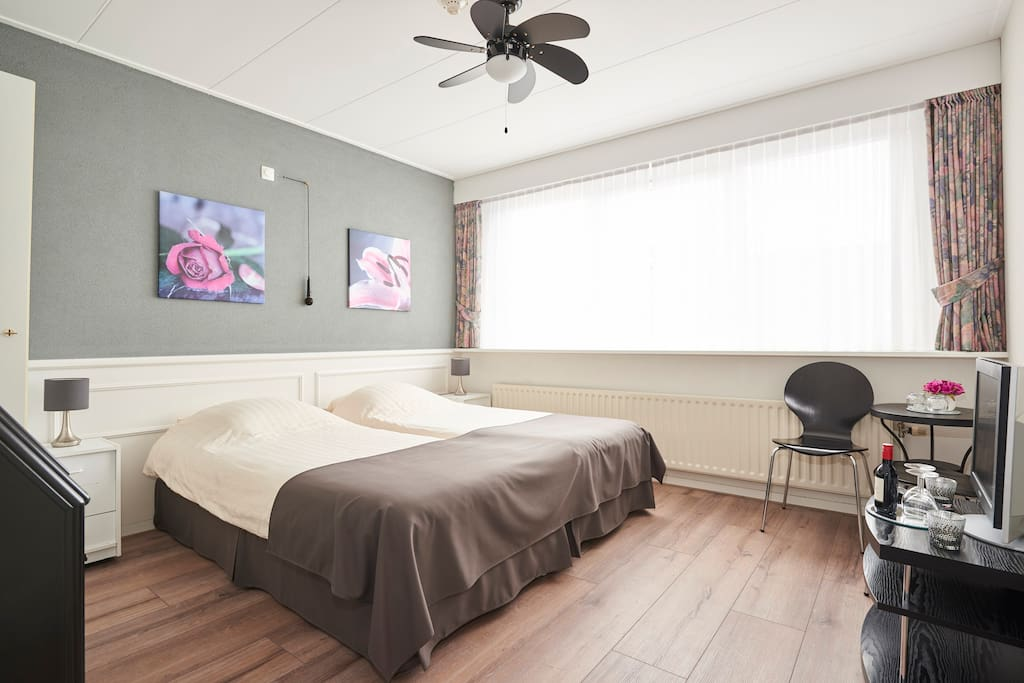 the studio guesthouse room 2 chambres d 39 h tes louer volendam noord holland pays bas. Black Bedroom Furniture Sets. Home Design Ideas