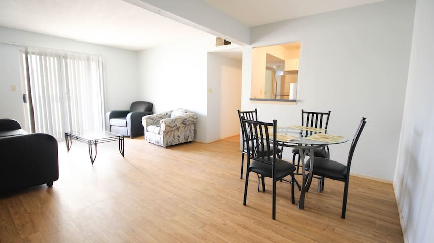 Large 4 BR apt, on Campus. 608 Chalmers