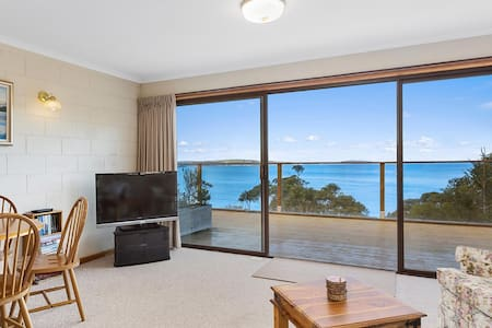 Alum Cliffs Waterfront Apartment - Taroona