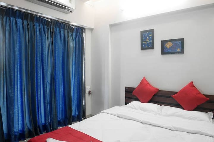 AC room in beautiful 2 bedroom apartment, Powai - Mumbai - Apartmen