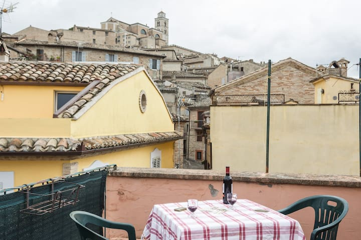 CHARMING HOUSE IN THE CENTER - Fermo - Talo