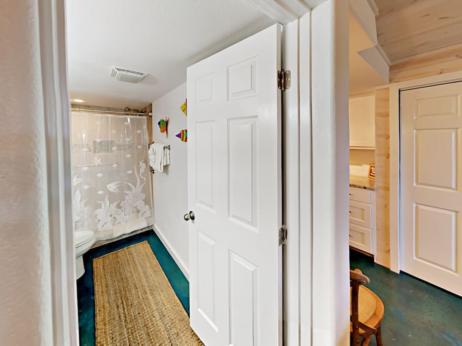 115 Sea Breeze - Salty Sea Suite-Bathroom