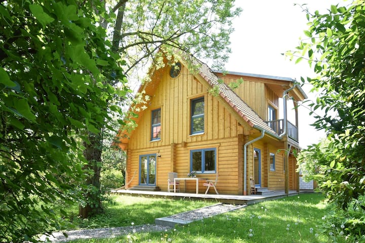 Cosy, large cabin with fireplace
