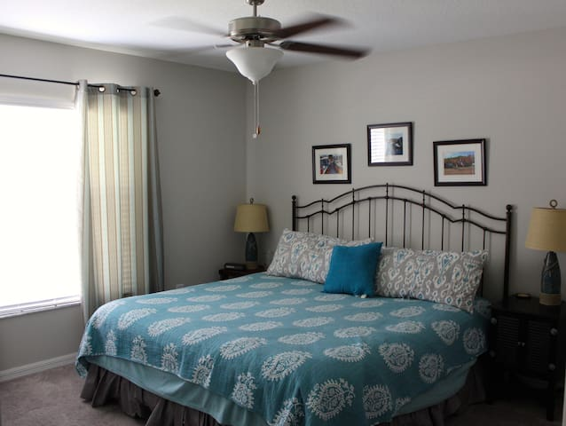 Tampa Bay King Bed Suite - I-75 & Hwy 41 Access!
