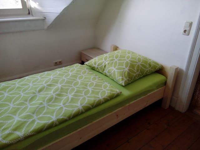 Einfache Unterkunft 2 Zimmer Küche Bad - Baden-Baden - Lejlighed