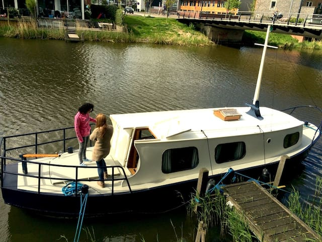 Sleep in your own boat on an Amsterdam canal - Amsterdam - Boat