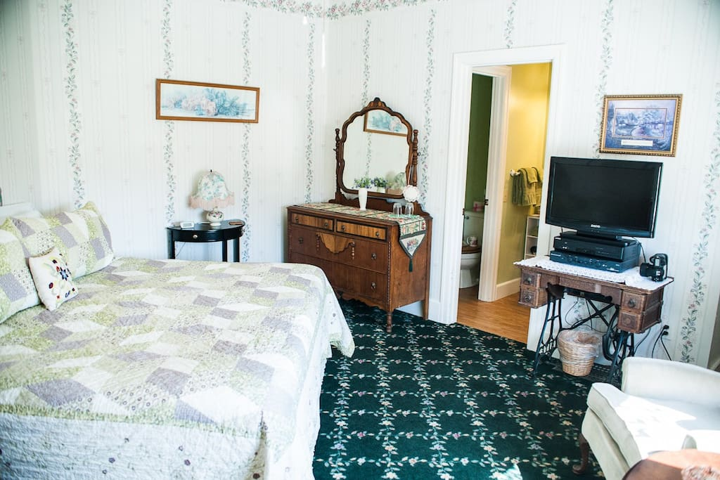 This is Burnham #5, 2nd floor, king bed w/full bath, cable TV, DVD & WiFi