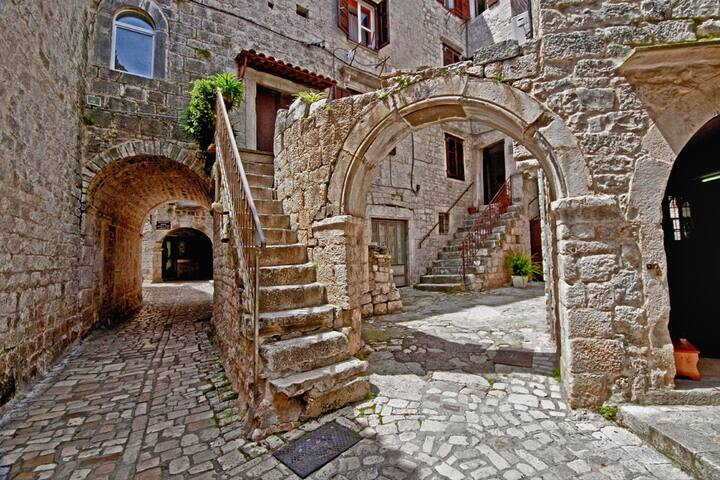 Stone Villa with Terrace in the heart of Old Town - Trogir - Apartment