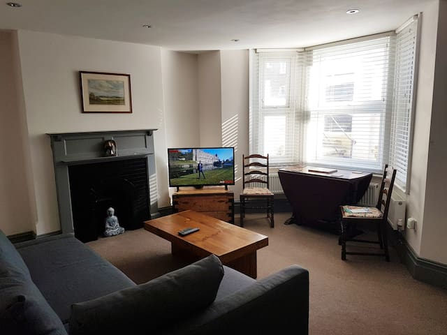 Retreat to Margate and stay in our fully refurbished flat within a few minutes walk of the beautiful Margate sands, Dreamland fun park, the Turner centre art gallery and the train station with high speed trains from London. There is a direct but that will