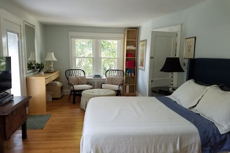 A Room Close to Cliff Walk and Bellevue Avenue - Newport - House