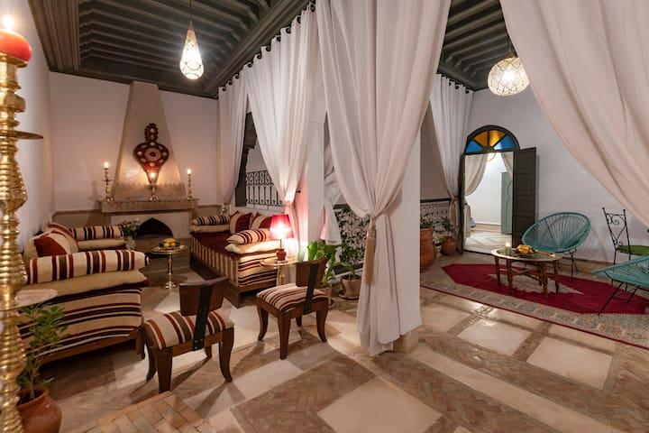 De 1 à 4 chambres privées | Riad typique rénové
