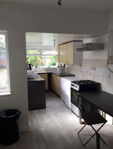 Double room in west London! - Lontoo - Talo
