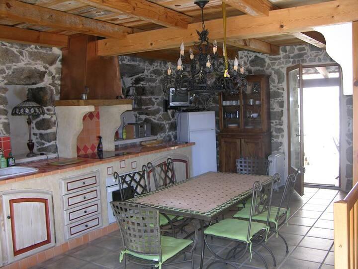 maison en pierre traditionnel de village Le Rêve
