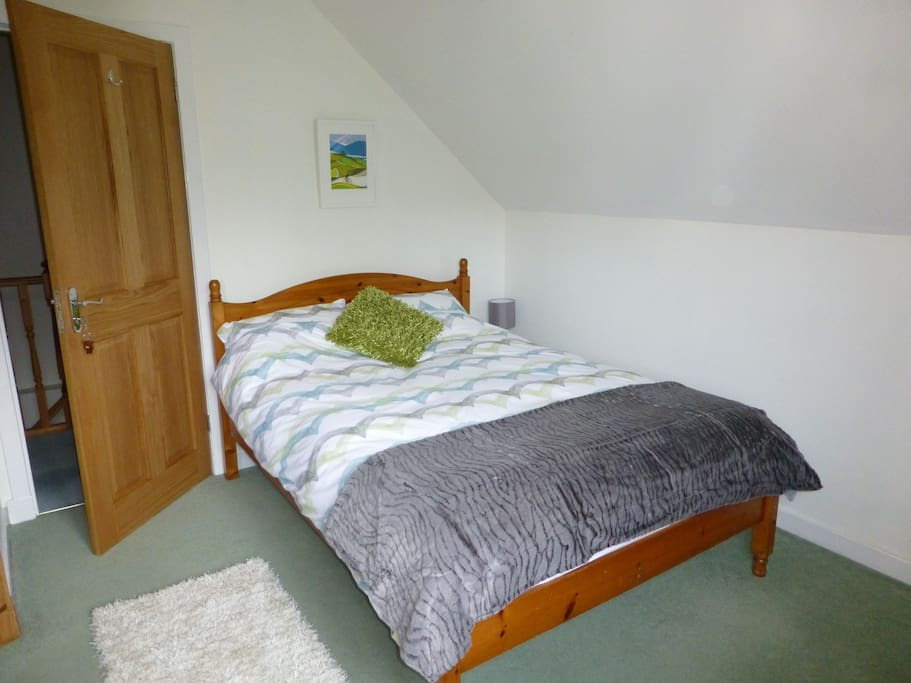 Cosy double room ensuite. Our rooms are equipped with televisions with built in DVD players, tea and coffee making facilities, hairdryer and free WiFi throughout the house.
