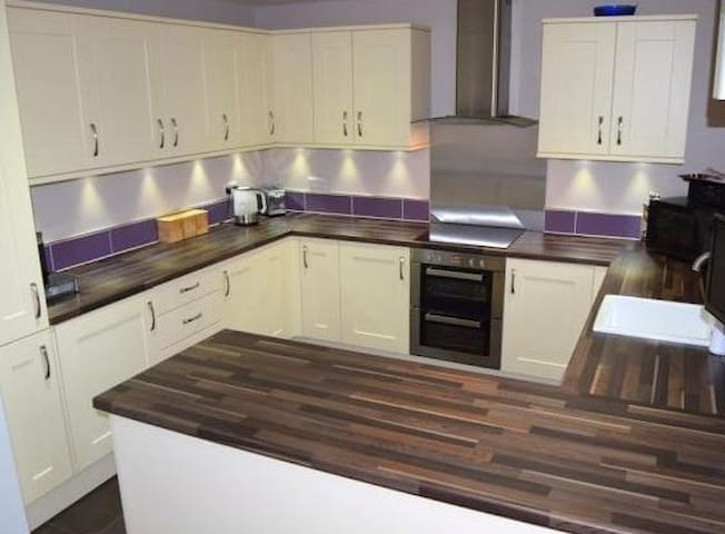 Farnborough Airshow two double bed house available