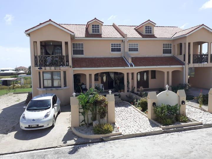 ABBE Dynasty Holiday Home