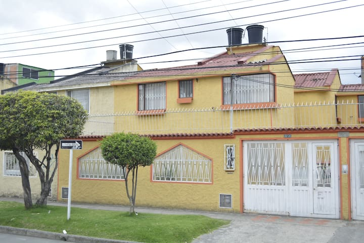 Beatiful House close to airport and amusement park - Bogotá - Haus