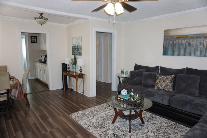 Charming, Safe, Quiet Lakeview Home
