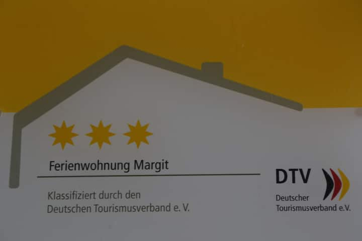 Ferienwohnung Margit (Deiningen), Großzügige 3 Sterne-Ferienwohnung mit großem Balkon und Gartenblick
