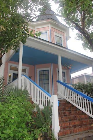 Spacious upstairs Victorian retreat - Savannah - Lejlighed