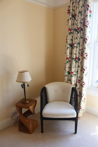 Light single bedroom Victorian house nr University