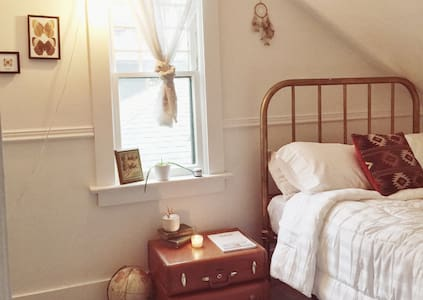 Cozy Bedroom in Historic Cottage - Missoula - Hus