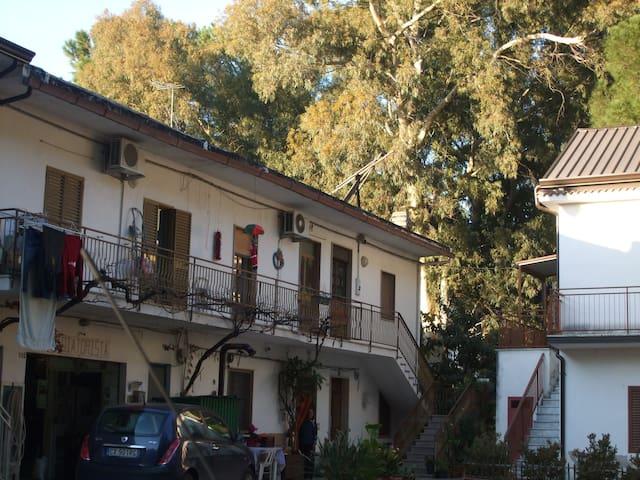 casa al mare in mezzo alla pineta - Pantano 112 - Dům