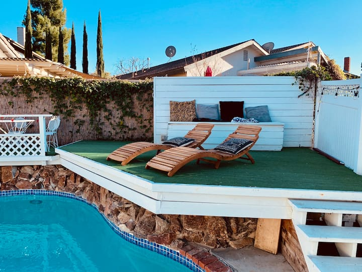 Charming Agoura Hills Home with 8ft. Pool & Gym